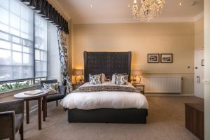 Deluxe double bedroom 4