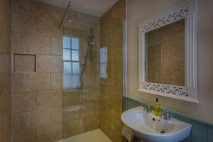 Golden Fleece Superior Double Bathroom Alternate 1
